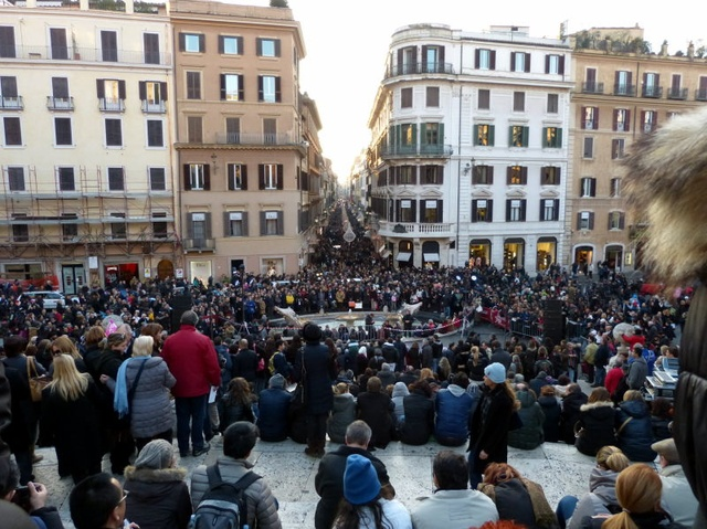 Even more people at the Spanish steps